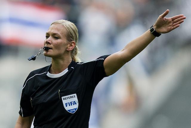 Η πρώτη γυναίκα διαιτητής στην Μπουντεσλίγκα (vid) | Sportsking.gr