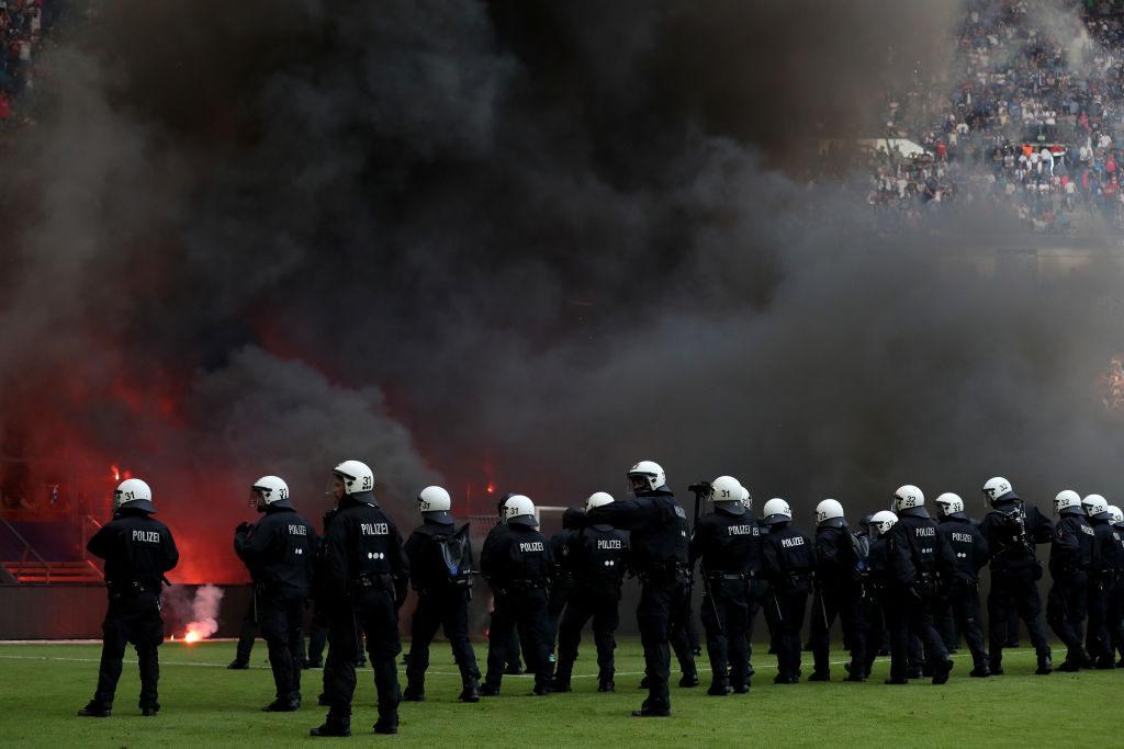 Πανικός μετά τον υποβιβασμό του Αμβούργου | Sportsking.gr