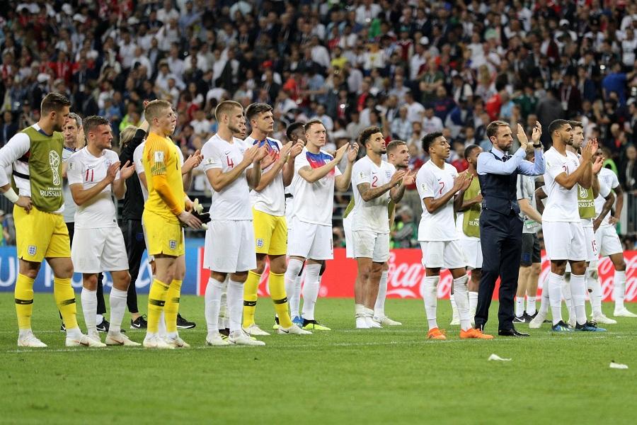 Κοιτάζουν μπροστά οι Άγγλοι (pic) | Sportsking.gr