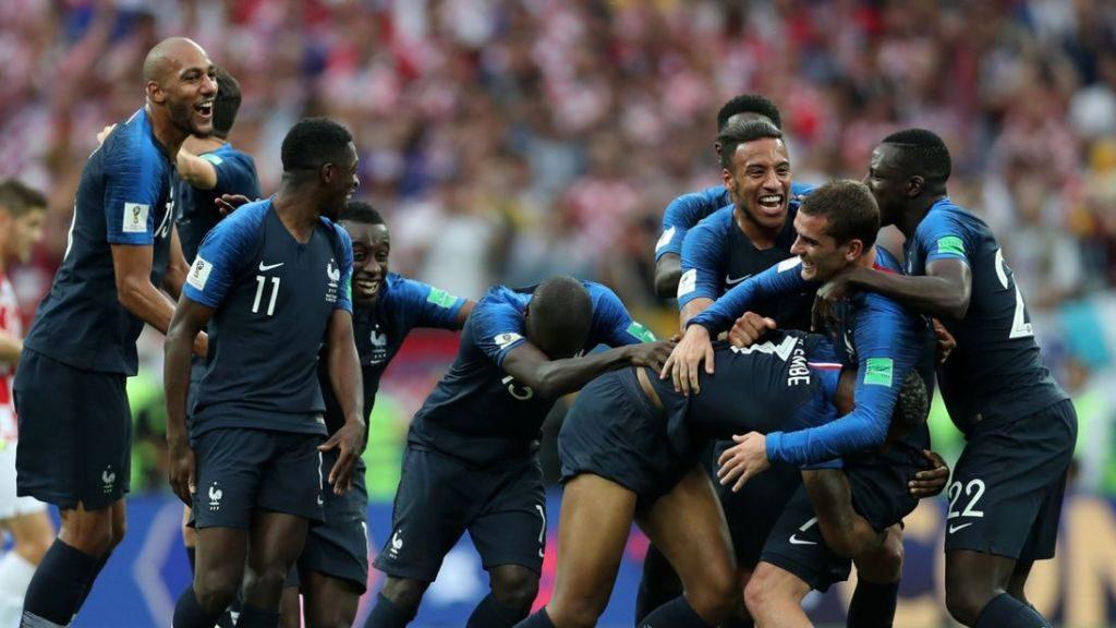 Ξέσπασε σε κλάματα το προσωπικό του ξενοδοχείου που διέμεναν οι Γάλλοι διεθνείς (vid) | Sportsking.gr