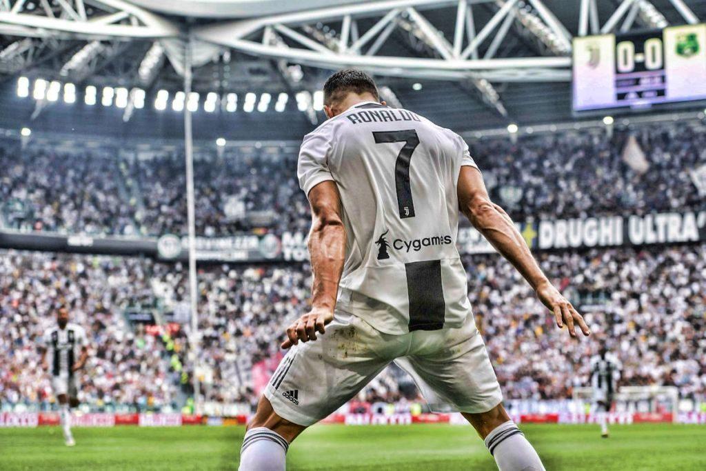 CR7: Ο πρώτος παίκτης του 21ου αιώνα που φτάνει τα 400 γκολ σε πρωταθλήματα! (pics) | Sportsking.gr